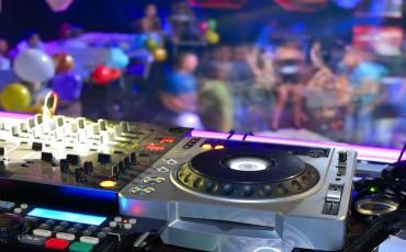 DJ-Deck-sized-down1