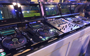 Pioneer_NAMM_2016_TOUR-1_booth