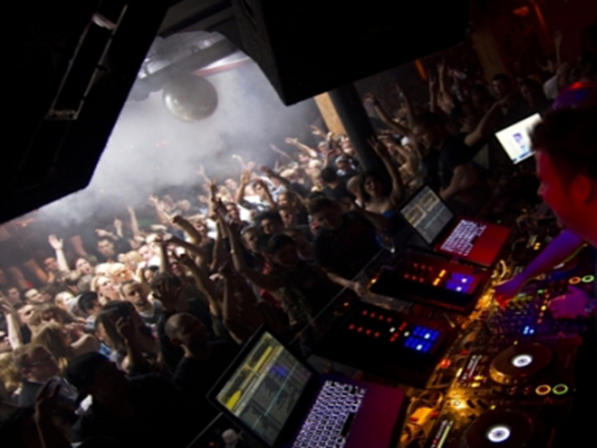 Dj Alfre Toronto Canada Club This Is London (April 14-2012) (2000X1500)